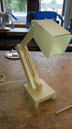Bureaulamp vuren balk en 4mm triplex.