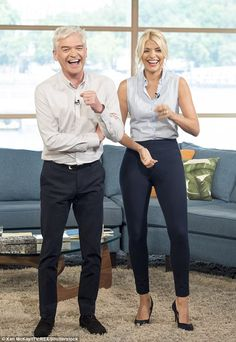 Holly further displayed her slim pins in the ankle-grazing trousers and towering high heels Holly Willoughby Legs, Holly Willoughby Outfits, Outing Outfit, Casual Outfits, Fashion Outfits, Work Outfits, Work Wardrobe, Womens Fashion For Work, Work Attire