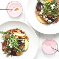 Share this on WhatsAppDit is echt een blijvertje.. Vandaag maakte ik deze maaltijdsalade met quinoa, geroosterde groenten en geitenkaas. Super lekker! Dit recept is goed voor twee personen. Wat heb je nodig voor de salade? 50 gram quinoa Pakje geitenkaas 2 gekookte rode bieten in plakjes gesneden 5 champignons 1 zoete aardappel in plakjes gesneden …