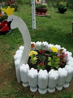 31 Pretty Front Door Flower Pots For A Good First Impression 10 Ideas creativas de cómo reciclar botellas y envases de plástico ~ lodijoella Tire Garden, Bottle Garden, Garden Yard Ideas, Garden Crafts, Diy Garden Decor, Garden Projects, Garden Art, Garden Design, Garden Decorations
