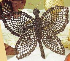 papillon marron doré Site has MANY graphed butterfly patterns. Filet Crochet, Crochet Motifs, Crochet Diagram, Crochet Chart, Thread Crochet, Knit Or Crochet, Irish Crochet, Crochet Doilies, Crochet Stitches