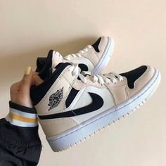 Dr Shoes, Swag Shoes, Cute Nike Shoes, Cute Sneakers, Nike Air Shoes, Hype Shoes, Me Too Shoes, Shoes Sneakers, Winter Sneakers