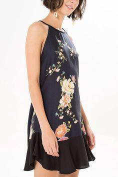 vestido babado caminhando em flor