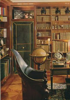 Home Office/Den/Library.Paris apt of Jansen's Pierre Delbee Beautiful Library, Dream Library, Library Room, Home Libraries, Paris Apartments, Parisian Apartment, Book Nooks, Reading Nooks, Office Interiors