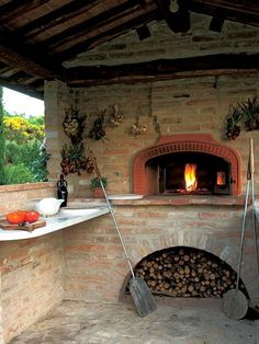 wood burning pizza oven. Will feature in our future garden. :)