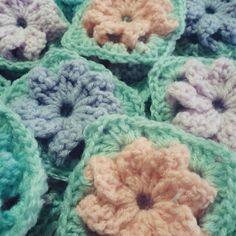 #crochet #crochetflowers #grannysquares by mirazul