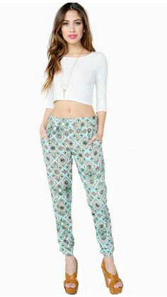 Look #stylish in this pair of Ali & Kris printed pants available now at A'gaci!