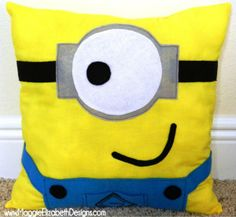 FREE Minion Pillow Sewing Pattern. It's super easy, try it out!