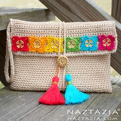 Crochet Bohemian Clutch with Flower Buttons Tassels - Free Pattern and Tutorial Video by Donna Wolfe from Naztazia. Bag Crochet, Crochet Clutch, Crochet Diy, Crochet Handbags, Crochet Purses, Crochet Crafts, Ravelry Crochet, Crochet Buttons, Tunisian Crochet
