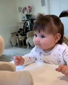 Cute Baby Girl Images, Cute Kids Pics, Cute Baby Boy, Cute Baby Pictures, Cute Little Baby, Little Babies, Cute Baby Animals, Funny Baby Memes, Cute Funny Baby Videos