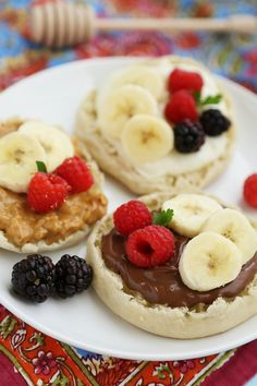 27 Breakfast Sandwiches That Cure a Hangover With Less Grease English Muffin Fruit Breakfast Pizzas – Spread with yogurt, Nutella or peanut butter and top with fresh fruit for a delicious morning treat! thecomfortofcooki… Related posts: No related posts. Breakfast Sandwich Recipes, Breakfast Pizza, Breakfast Muffins, Breakfast For Kids, Best Breakfast, Breakfast Fruit, Breakfast Healthy, Mexican Breakfast, Breakfast Smoothies