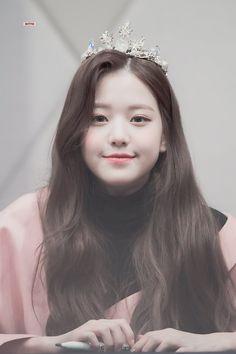 """공주 공주👑 """"© ditto ◈ do not edit"""" Cute Korean Girl, Asian Girl, Kpop Girl Groups, Kpop Girls, Jang Wooyoung, Young The Giant, Woo Young, Japanese Girl Group, Kpop Aesthetic"""