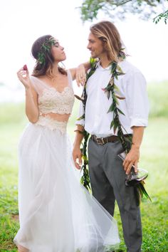 Chris J. Evans Photography with Wildheart Flowers. Maui Elopement featured on Pacific Weddings Magazine www.cjevansphotography.com