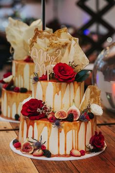 Get inspired by this white chocolate and raspberry wedding cake. Fruit Wedding Cake, Wedding Cake Toppers, Wedding Cakes, Raspberry Wedding, Raspberry Cake, Rustic Wedding, Boho Wedding, Wedding Blog, Wedding Ideas