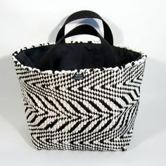 Mustavaalea räsykori Gym Bag, Weaving, Pop, My Love, Store, Projects, Bags, Decor, Log Projects