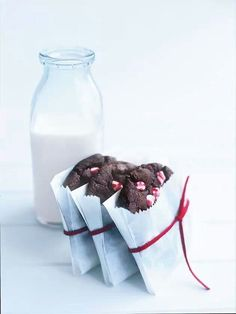 Milk Cookies, Cake Cookies, Glass Of Milk, Gift Wrapping, Gifts, Food, Gift Wrapping Paper, Presents, Wrapping Gifts