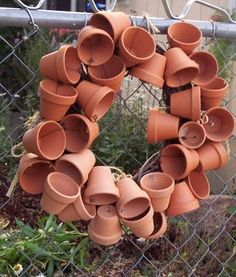 Clay pot wreath. Have the mini clay pots....just need to make it!!!!