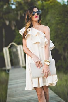 white ruffle dress, (my exception to ruffles) White Ruffle Dress, Moda Chic, Mode Inspiration, Dress Me Up, Passion For Fashion, Dress To Impress, Casual Dresses, Ideias Fashion, Stylish