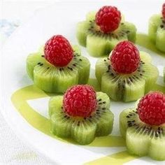 "Kiwi Raspberry Flowers <3 Vadora <3  Visions of Beltane/ Mayday , spring parties (baby shower, graduation party, Mother's Day brunch) are dancing in my head. Use a 1 ½"" cookie cutter to make Kiwi flowers. , and put a Raspberry in the center. simple and elegant"