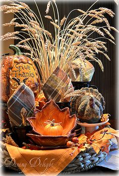 Dining Delight: Thanksgiving Display in a Tray