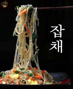Чапче - очень вкусное корейское блюдо. Основной его ингредиент - крахмальная лапша, сделанная из сладкого картофеля - батата. Я уже раньше показывала это блюдо .…