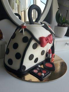 Hand bag cake.