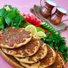 if you visit Turkey you have to try the Lahmacun Vegetable Recipes, Meat Recipes, Snack Recipes, Cooking Recipes, Healthy Recipes, Turkish Recipes, Ethnic Recipes, Weird Food, Middle Eastern Recipes