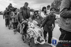 Manche haben nur junge Männer gesehen - unsere Kameras sind objektiver!  Wir hoffen in diesem Fall, dass die #Bilder für sich sprechen.  Hier ein paar Links für Menschen die #helfen wollen:  #Border Crossing Spielfeld: https://www.facebook.com/Border-Crossing-Spielfeld-1631251033802046/ #Flüchtlingsbetreuung Österreichisches Rotes Kreuz / Team Österreich https://helfen.st.roteskreuz.at/ BORDERLESS: Flüchtlingshilfaktion: https://www.facebook.com/borderlessfluechtlingshilfsaktion?fref=ts