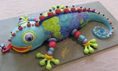 I heart the lizard cake! Crazy Cakes, Fancy Cakes, Cute Cakes, Fondant Cakes, Cupcake Cakes, Lizard Cake, Sculpted Cakes, Animal Cakes, Cake Cover
