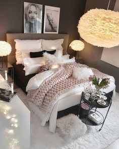 credit Get motivated to design the home of your dreams with our inspiring looks and practical decorating tips. decoration interieur home decoration decoration salon Bedroom Ideas For Small Rooms Women, Cute Bedroom Ideas, Girl Bedroom Designs, Room Ideas Bedroom, Small Room Bedroom, Master Bedroom, Bedroom Decor For Women, Design Bedroom, Stylish Bedroom