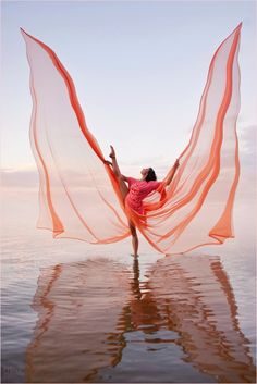 An incredible photo of a dancer in action. Via SugarPie on Tumblr. #dance #art #photo