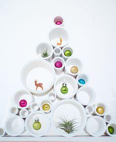 DIY Kerstboom van PVC buizen #kerstboom #boom #kerst #kerstmis #christmas #tree #christmastree #diy #plastic #white #modern