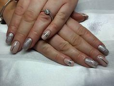 Nude i66 with Magpie Lola and striping  #valentine #glitternails @i.n.k_london #valentinenails #ilac #nudenails #i66 #foil #blingnails #striping #acrylicnails #inklondon @scratchmagazine #gelpolish #nails #nailsoftheday #nailart #showscratch #scratchmagazine #notd #nailsofinsta #naildesign #naildesigns #shaftesburynails #dorsetnails #gillinghamnails #moleenddesign