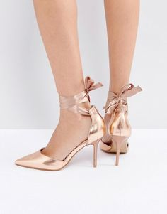 Get this Coco Wren's pumps now! Click for more details. Worldwide shipping. Coco Wren Tie Ankle Court Shoe - Copper: Shoes by Coco Wren, Faux-leather upper, metallic finish, Ankle-tie fastening, Pointed toe, High heel, Wipe with a soft cloth, Heel height: 9.3 cm/4. (zapatos de salón, salon, court, courts, pumps, zapatillas, escarpins, tacchi alti, salón)