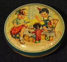 SUPER VINTAGE UNBRANDED SWEETS /TOFFEE TIN CHILDREN DOLL GOLLY BIRTHDAY C1960