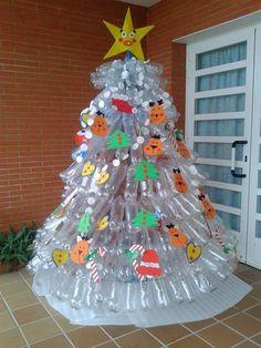 Resultado de imagen para pino de navidad con botellas plasticas