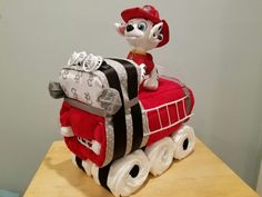 Fire Truck Diaper Cake Baby Shower Diapers, Baby Boy Shower, Baby Shower Gifts, Baby Gifts, Diaper Cake Boy, Diaper Cakes, Diaper Truck, Baby Shower Desserts, Baby Shower Cakes