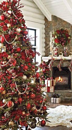 Red Christmas Tree Decorations Ideas - Christmas Celebration - All about Christmas Tartan Christmas, Noel Christmas, Rustic Christmas, Minimal Christmas, Elegant Christmas, Red Christmas Trees, White Christmas, Christmas Lights, Vintage Christmas