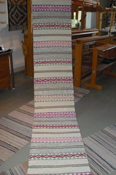 Weaving Textiles, Weaving Art, Hand Weaving, Recycled Fabric, Rugs On Carpet, Carpets, Woven Rug, Handmade Rugs, Rag Rugs