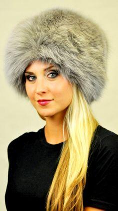 Cappello classico in autentica pelliccia di volpe azzurrata www.amifur.it ef0763a2ecda