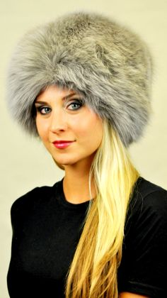 Cappello classico in autentica pelliccia di volpe azzurrata  www.amifur.it