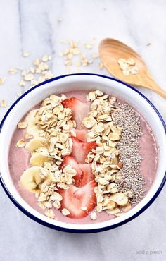 Strawberry Banana Smoothie Bowl Recipe (Add a Pinch) This post is sponsored by The Quaker Oats Company. As always, all opinions are my own. This strawberry banana smoothie bowl makes a flavorful and delicious fruit, nut, and oat smoothie bowl! Breakfast Smoothies, Breakfast Bowls, Healthy Breakfast Recipes, Fruit Smoothies, Healthy Smoothies, Smoothie Recipes, Healthy Snacks, Healthy Recipes, Oatmeal Smoothies