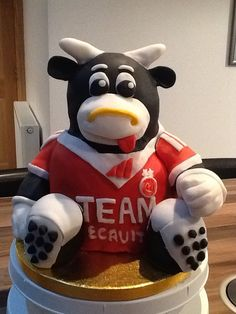 Aberdeen Football Club mascot, Angus the Bull cake, for my dad's birthday.