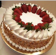 30 Cool & Beautiful Birthday Cakes : Page 11 of 30 : Creative Vision Design - Dessert Recipes Cake Decorating Designs, Cake Designs, Cake Recipes, Dessert Recipes, Healthy Desserts, Fresh Fruit Cake, Pistachio Cake, Beautiful Birthday Cakes, Strawberry Cakes