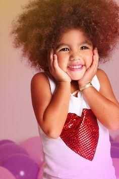 La hermosa minimí luce su ushuva con corazón rojo! So cute!!! ~❤