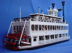 Mark Twain :: My LEGO creations. Mark Twain sternwheel river boat as used in Disneyland. Lego City, Lego Boat, Step On A Lego, Lego Sculptures, Lego Ship, Lego Blocks, Cool Lego Creations, Lego Storage, Lego Worlds
