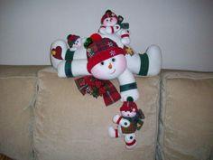 divinos Felt Christmas Decorations, Christmas Centerpieces, Christmas Baubles, Christmas Baby, Christmas Snowman, Handmade Christmas, Christmas Crafts, Christmas Chair Covers, Snowman Crafts