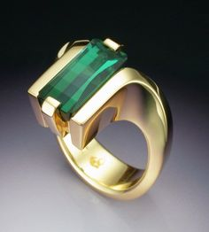 18k gold woman's ring with green Tourmaline