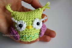 Amigurumi creations by Free Amigurumi Pattern - OWL.Scroll down page to get pattern. ☀CQ #crochet #owls   http://www.pinterest.com/CoronaQueen/crochet-owls-corona/