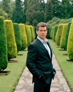 Pierce Brosnan - classic even with out a tie